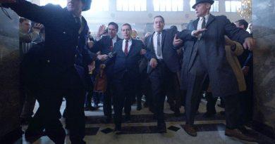 Irishman 2019 De Niro Leaving Court